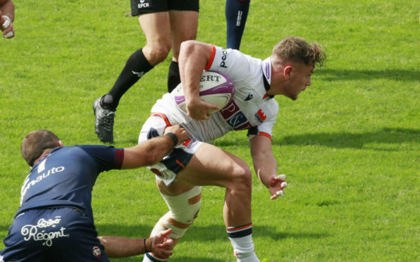 Darcy Graham dodges away from tacklers to set up Damien Hoyland's try in Bordeaux.