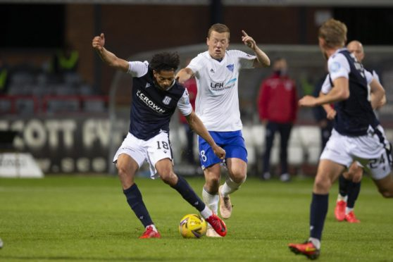 Osman Sow has signed for Dundee after a trial period.