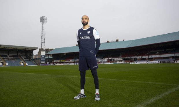 Liam Fontaine has signed a deal with Dundee until the end of the season.
