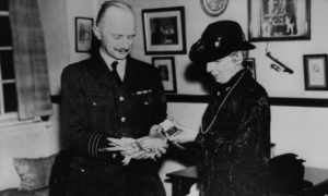 'Winkie' first winner of the Dickin Medal, with Mrs Dickin and Wing Commander Rayner.