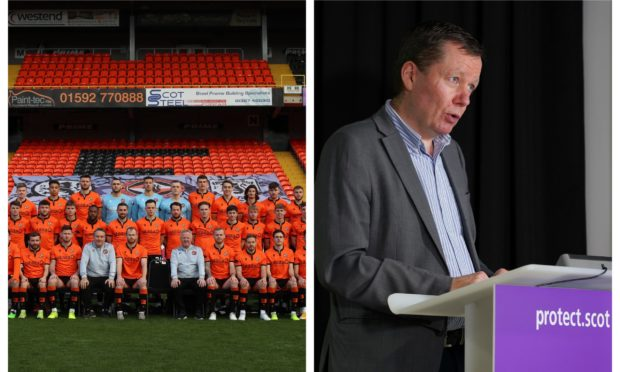 Jason Leitch has heavily criticised Dundee United for allowing a group photo, left