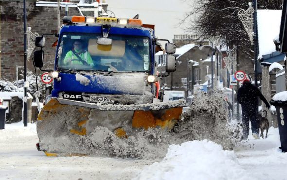 Gritting in Monifeith.