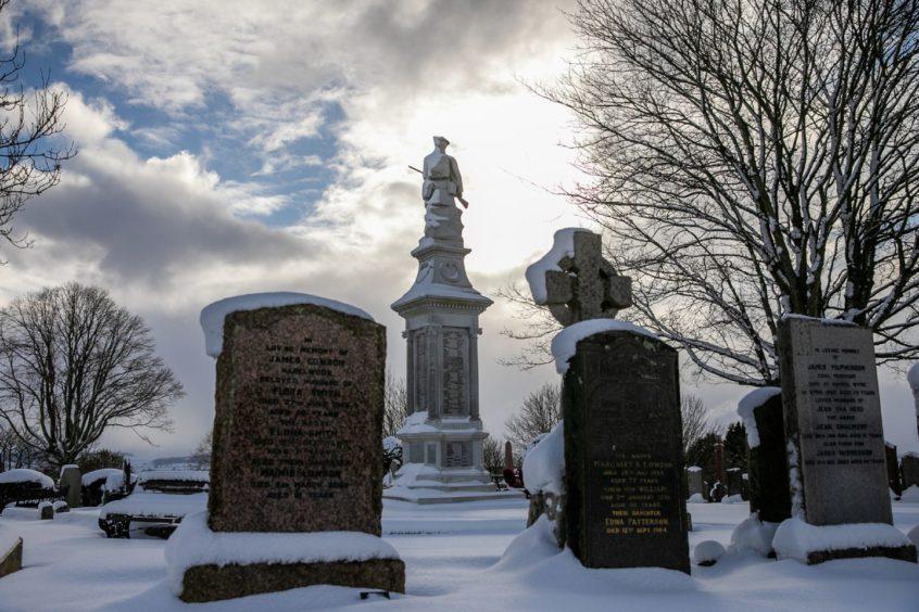 Winter weather at Kirriemuir Cemetery.