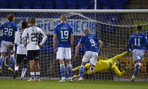 St Johnstone's Liam Craig scores to make it 1-1.