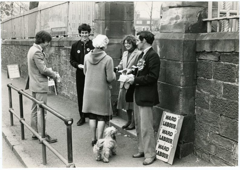 polling station - photo #33