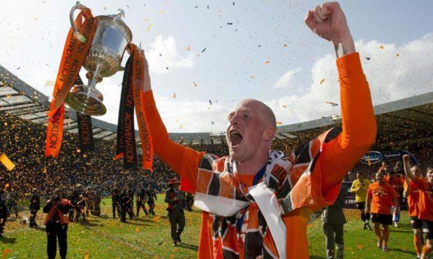 15/05/10 ACTIVE NATION SCOTTISH CUP FINAL DUNDEE UTD v ROSS COUNTY (3-0) HAMPDEN - GLASGOW Delight for Dundee Utd's Garry Kenneth