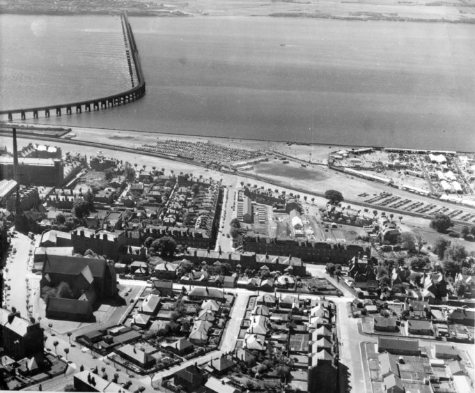 An aerial view from 1957 showing Blackness Avenue, St John's Cross Church, Windsor Street, Perth Road and the River Tay