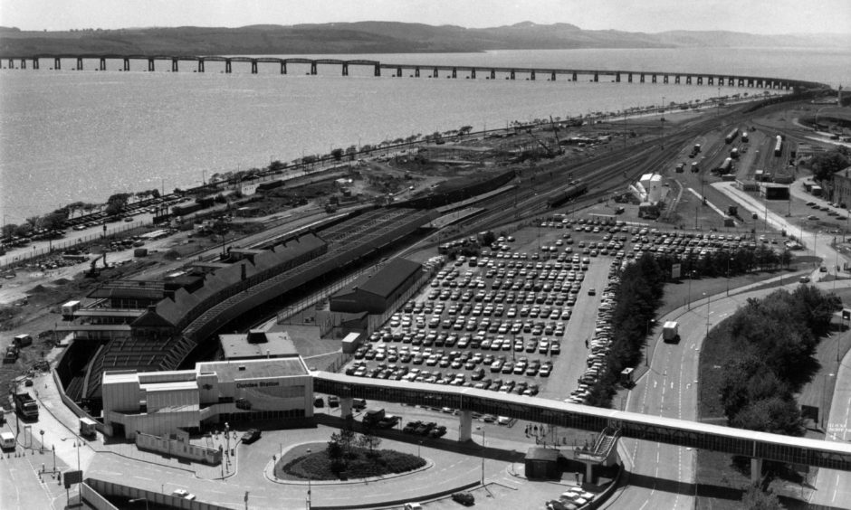 An aerial view of Dundee Railway Station from 1989. The Tay Rail Bridge can be seen in the background.