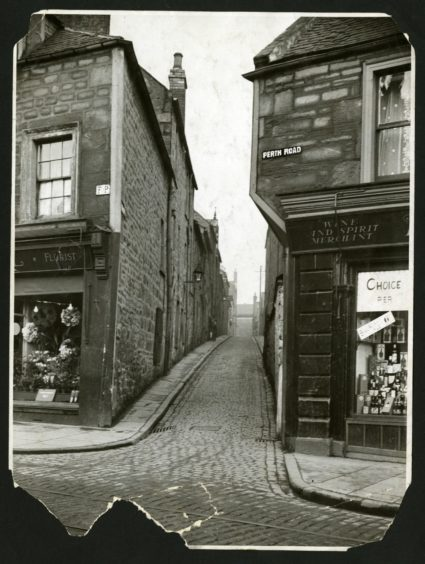 a view of Ryehill Lane from Perth Road from 1931