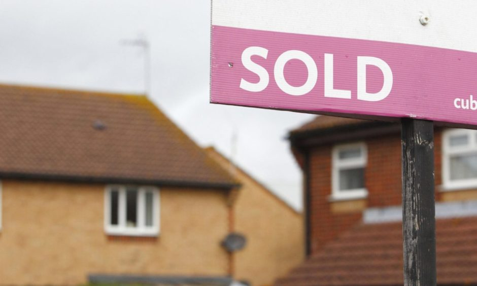 Image of a sold home sign
