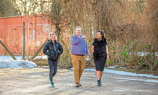 The applicant behind the car park train carriage restaurant in Pitlochry,Fergus McCallum alongside wife Isara McCallum (right) and daughter Mia McCallum (left)