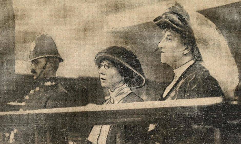 Miss Morrison, or rather Ethel Moorhead under an alias, can be seen in the middle with Dorothea Smith during a trial hearing.