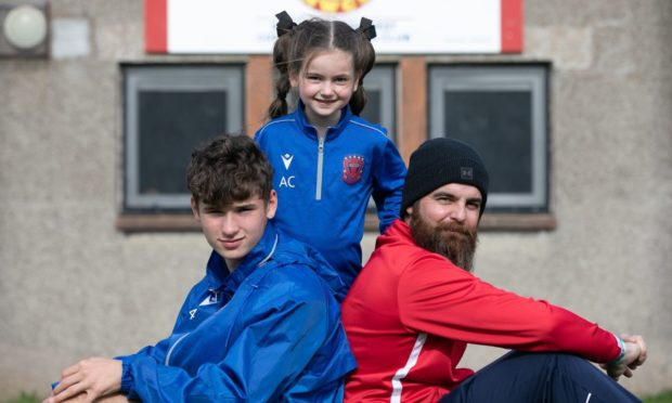 Keith Chalmers (right) with his kids Aarya (centre) and Cohen (left).