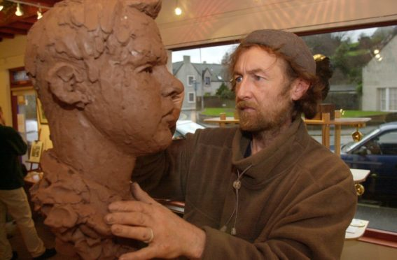 Celebrated sculptor Tony Morrow, whose Desperate Dan and Murraygate Dragon sculptures adorn Dundee, has passed away.