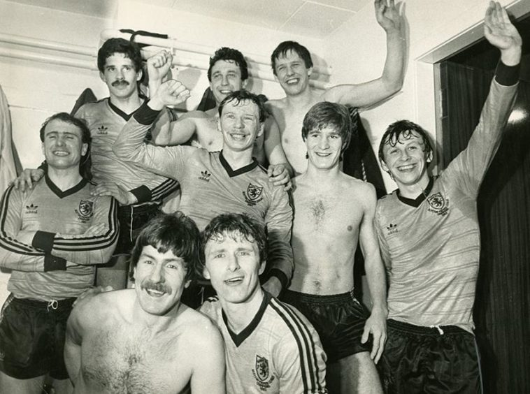 Dundee United players celebrate their victory over Rapid Wien (1984).