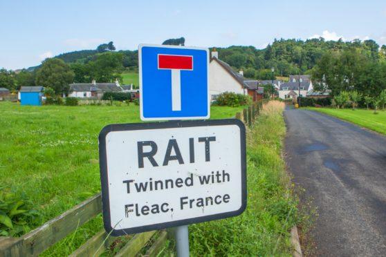 The Inchmichael to Balbeggie road at Rait.