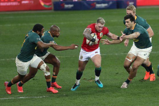 Stuart Hogg picks a gap between Springbok defenders.