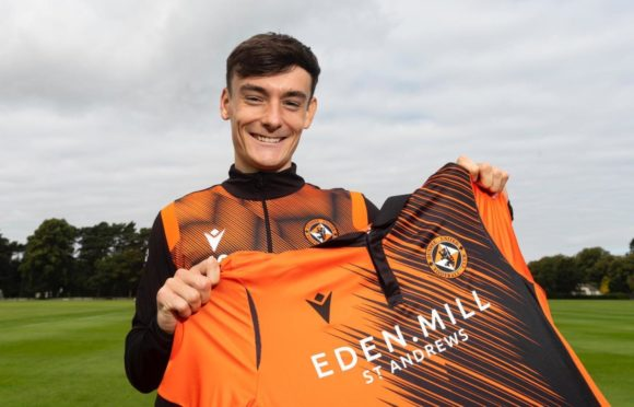 Dylan Levitt has penned a season-long loan with Dundee United.