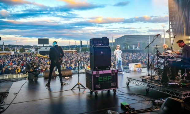 Dundee musician Be Charlotte performing at 3D Festival in Slessor Gardens in 2018. Picture: Steve Brown.