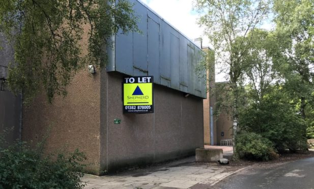 To Let signs went up on Lochside leisure centre in July. Pic: Graham Brown/DCT Media.