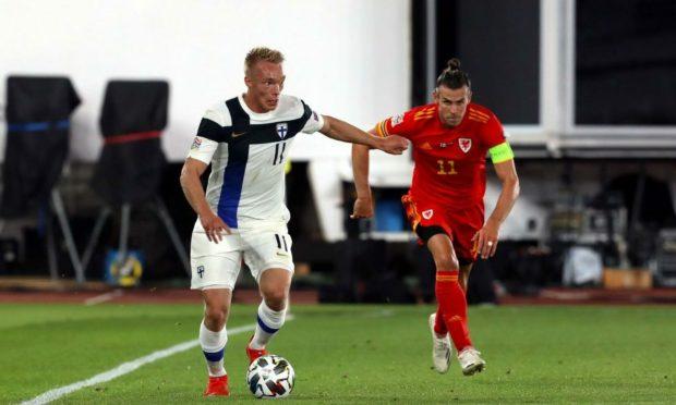 Niskanen battles Gareth Bale