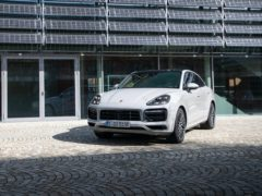 Porsche has increased the electric capacity of it Cayenne E-Hybrid models