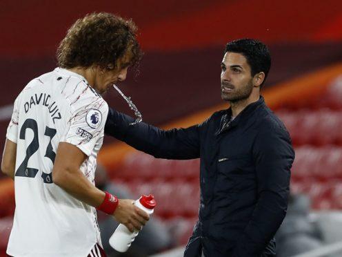 Arsenal manager Mikel Arteta speaks to David Luiz (Jason Cairnduff/PA)