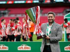 Lee Johnson lifts the Papa John's Trophy after Sunderland's win at Wembley (John Walton/PA)
