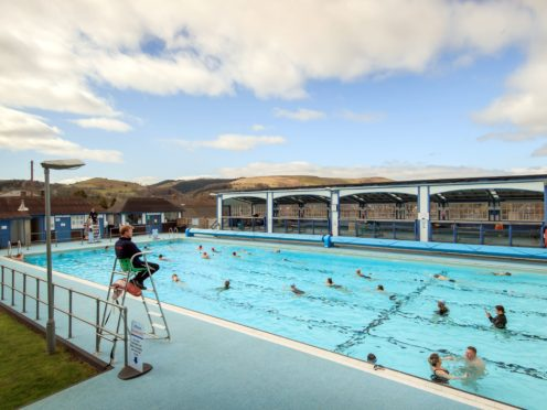 Swimmers at Hathersage outdoor swimming pool near Hope Valley (Danny Lawson/PA)