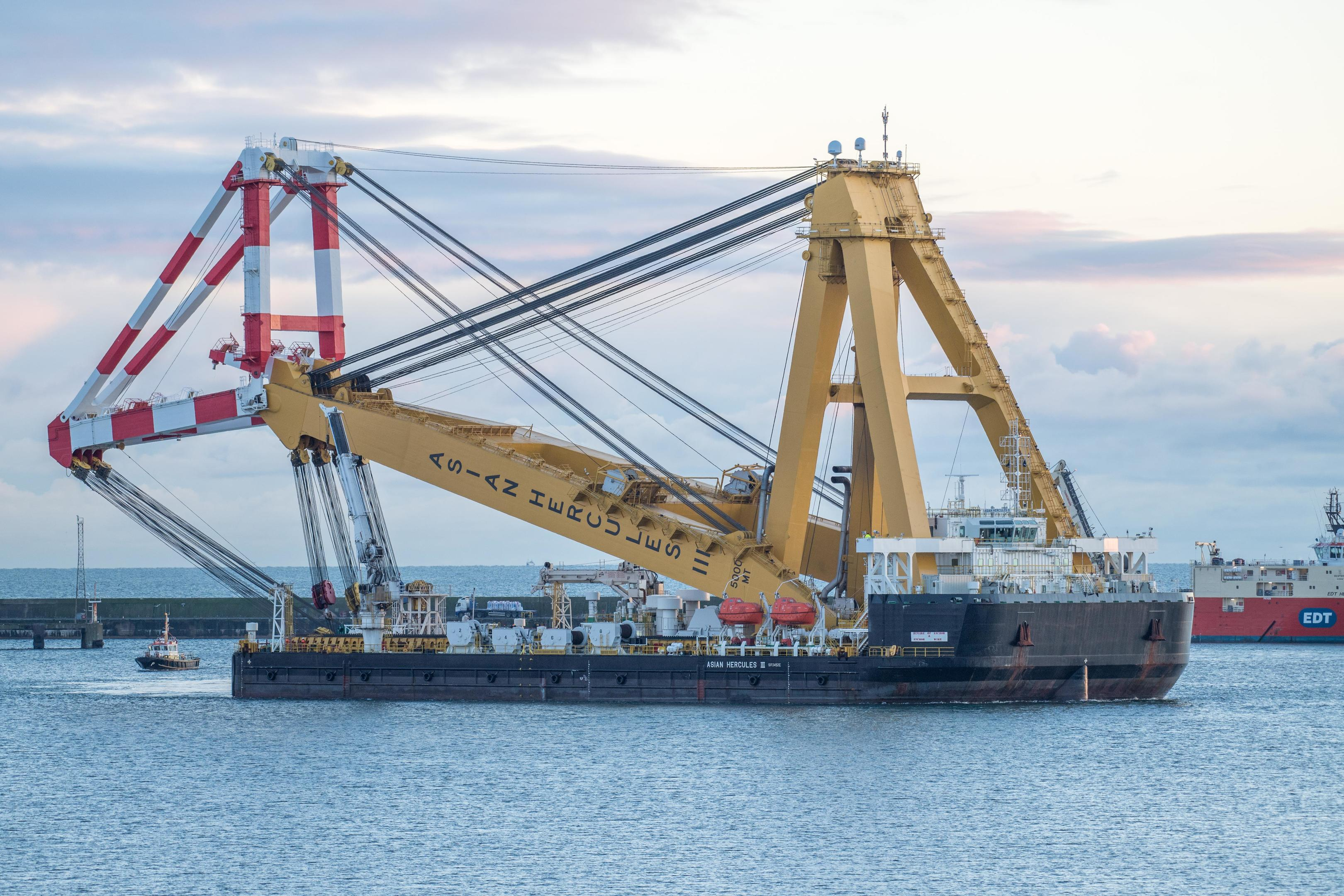 Giant floating crane arrives in Peterhead to facilitate Aberdeen Bay Wind Farm