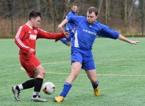 Thistle's Lewis Morrison tackles a Cardross opponent. PICTURE IAIN FERGUSON, THE WRITE IMAGE
