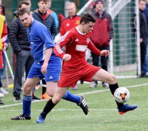 Thistle's Sean Noble takes control of the ball. PICTURE IAIN FERGUSON, THE WRITE IMAGE