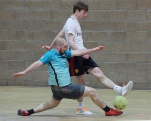 Doghouse Andy Martin pursues Iain MacLellan. PICTURE IAIN FERGUSON, THE WRITE IMAGE. F12 Indoor Football 3no IF