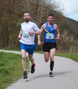 Campbeltown's Stuart McGeachy, right, was runner up in the senior men's race in 2017.
