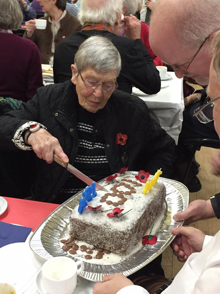 Cathy Potter, aged 97, cut the first slice of the peace party cake. NO_T47_Taynuilt02