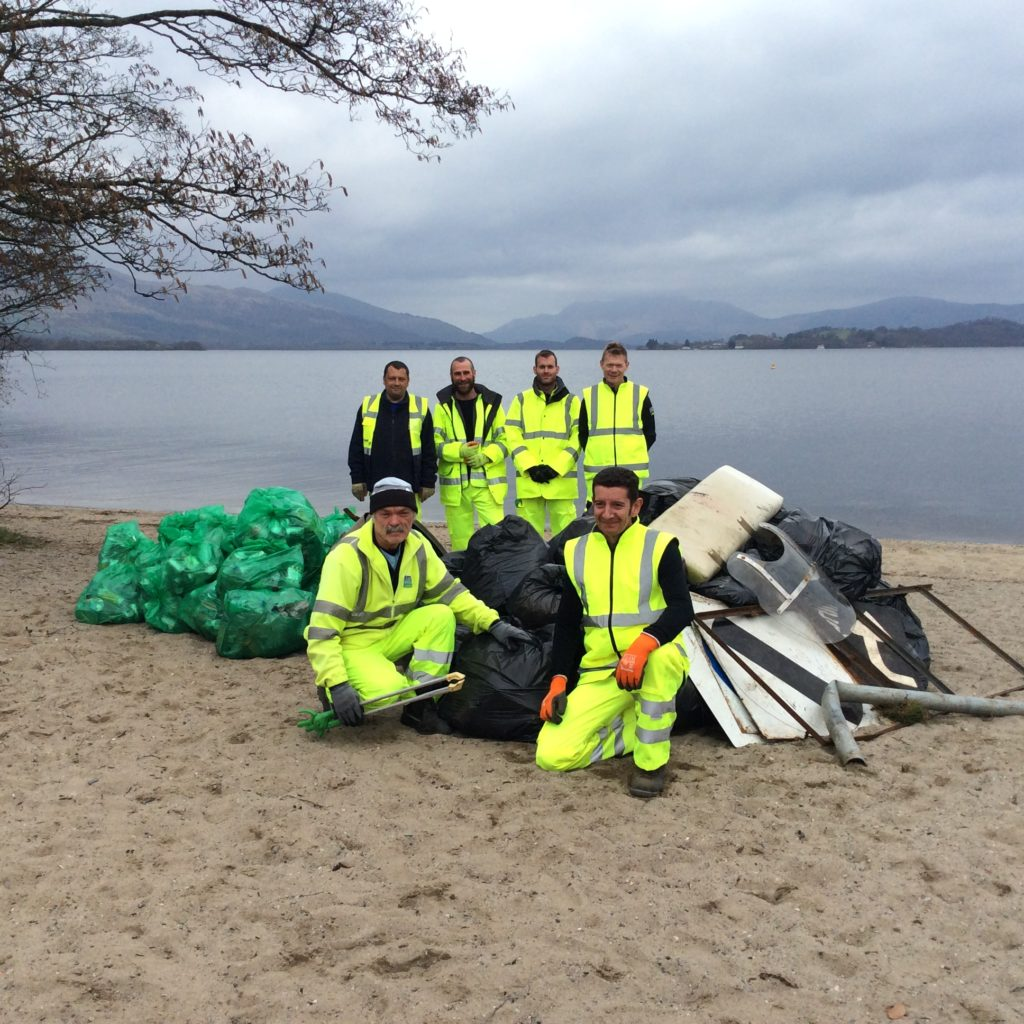 Staff from Loch Lomond and The Trossachs National Park Authority joined forces with a team from Argyll and Bute Council to tackle roadside litter. NO_T15_ Loch Lomond01
