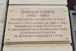 Reverend Dr Donald Caskie has been commemorated on a plaque outside the Scots Kirk where he was the minister 81 years ago.